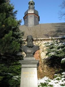 Adam-Ries-Denkmal vor der Trinitatiskirche
