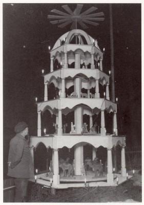 Die erste erzgebirgische Freilandpyramide 1933 in Frohnau.