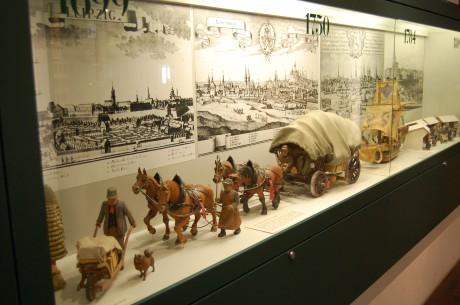 Erzgebirgische Schnitzerei im Spielzeugmuseum Seiffen
