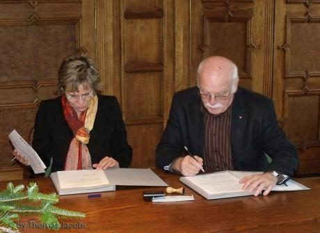 Barbara Klepsch und Heinz Fischer bei der Vertragsunterzeichnung